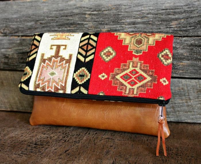 pochette femme bimatière, sac marron kilim, motifs ethniques, accessoire stylé