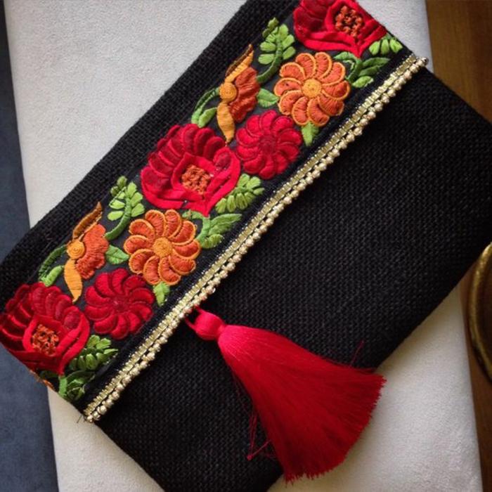 pochette de soirée pas cher, sac rectangulaire, frange rouge, motifs floraux brodés