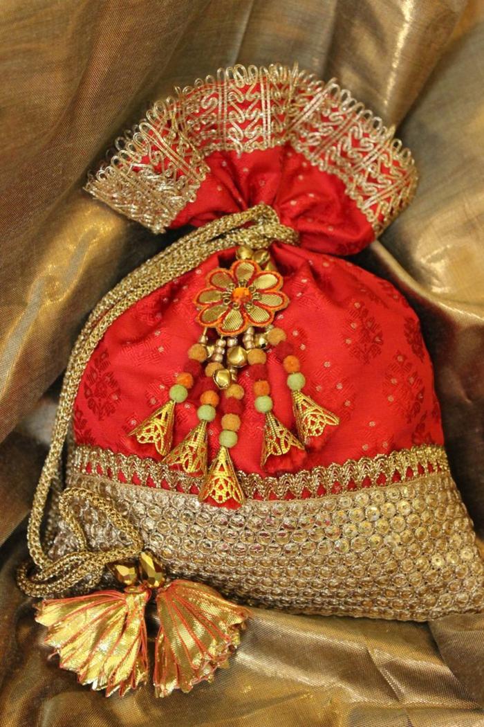 pochette rouge, trousse ethnique en rouge et doré, joli petit sac