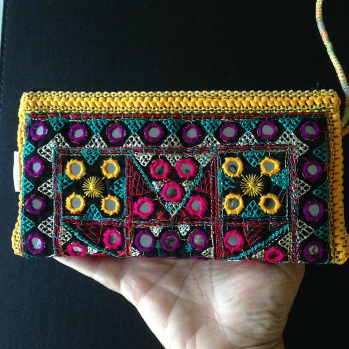 pochette soirée, petit sac aux joyeuses couleurs, accessoire pour les tenues de soirée
