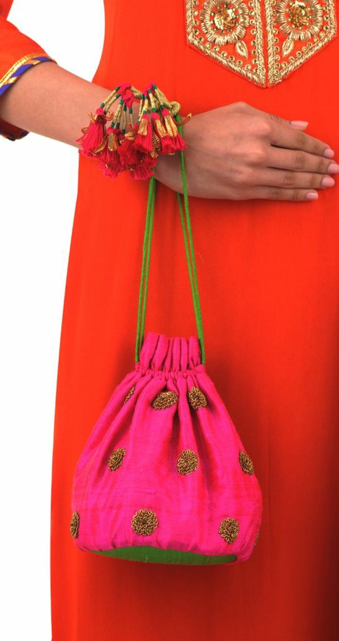 pochette soiree, tenue de femme art en style indien, trousse rose, tunique rouge