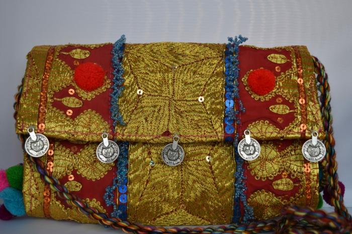 pochette soiree, style ethnique, pièces décoratives, paillettes bleues
