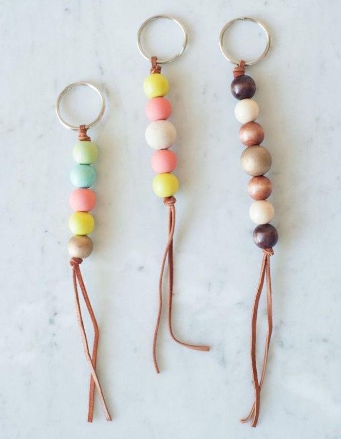 fabriquer porte clé perles cuir tuto