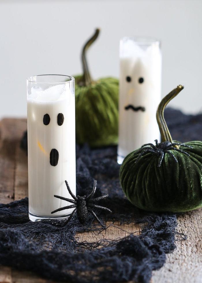 recette de cocktail halloween alcoolique à la vodka vanille et au liqueur de chocolat blanc