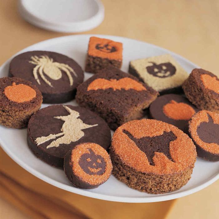 des mini-brownies décorés au sucre glace spécial halloween, recette pour halloween facile et rapide