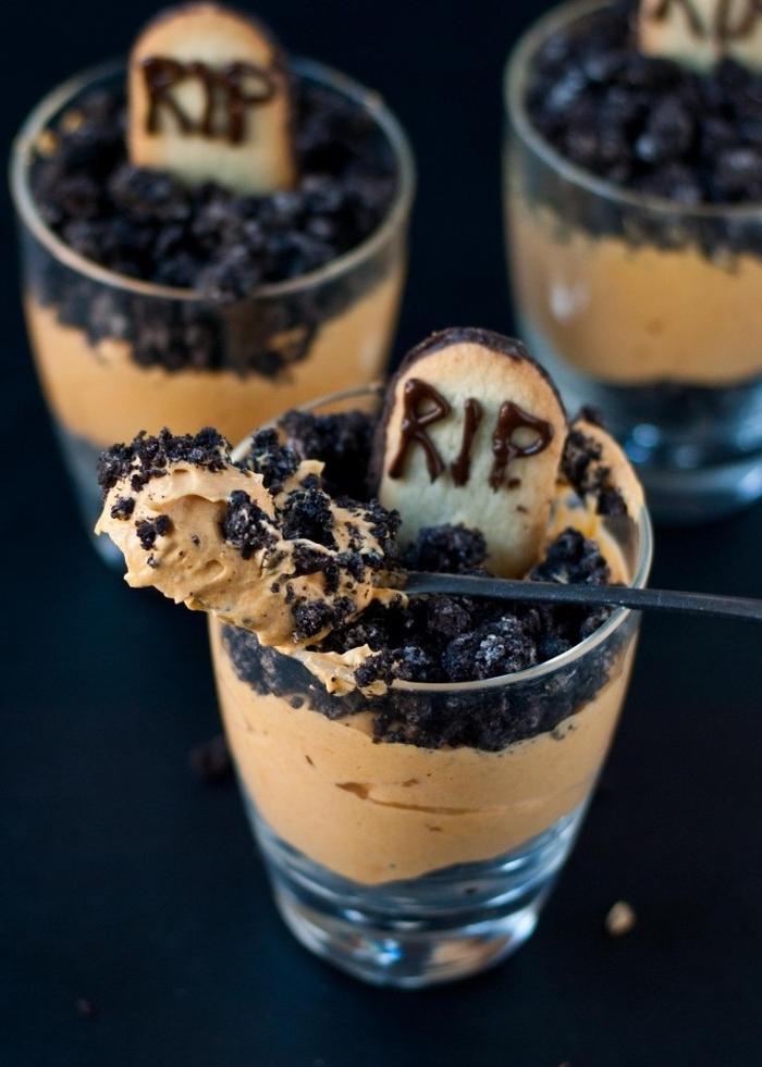 recette de pudding à la citrouille en verre pour un apéritif halloween original, idée halloween apéro sucré