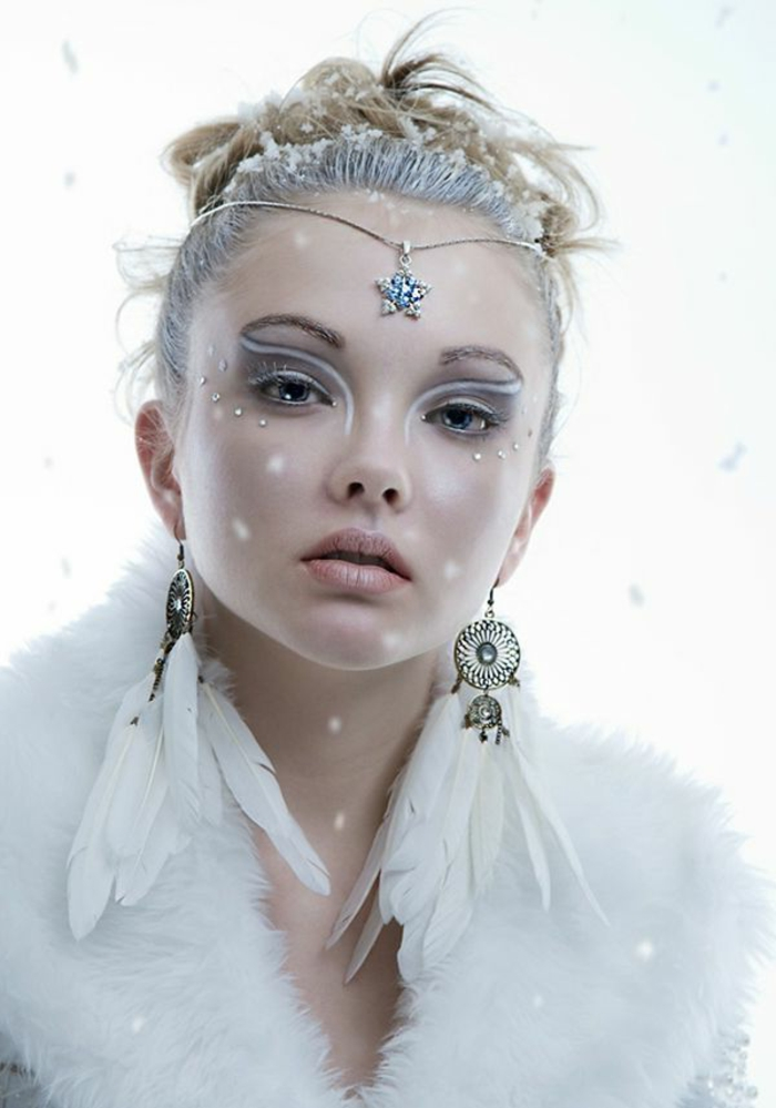 reines des neige, maquillage d'hallloween fée blanche avec une queue de cheval et diadème subtile en argent