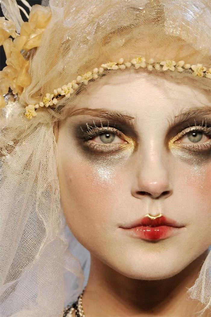 reine de neige, diadème et filet, yeux smokey, lèvres de poupée, mascara blanc