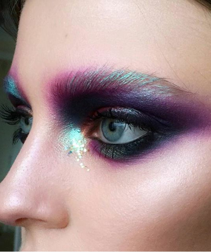 reine de neige, fard à yeux crémeux, maquillage en bleu et indigo aux éclats perlés