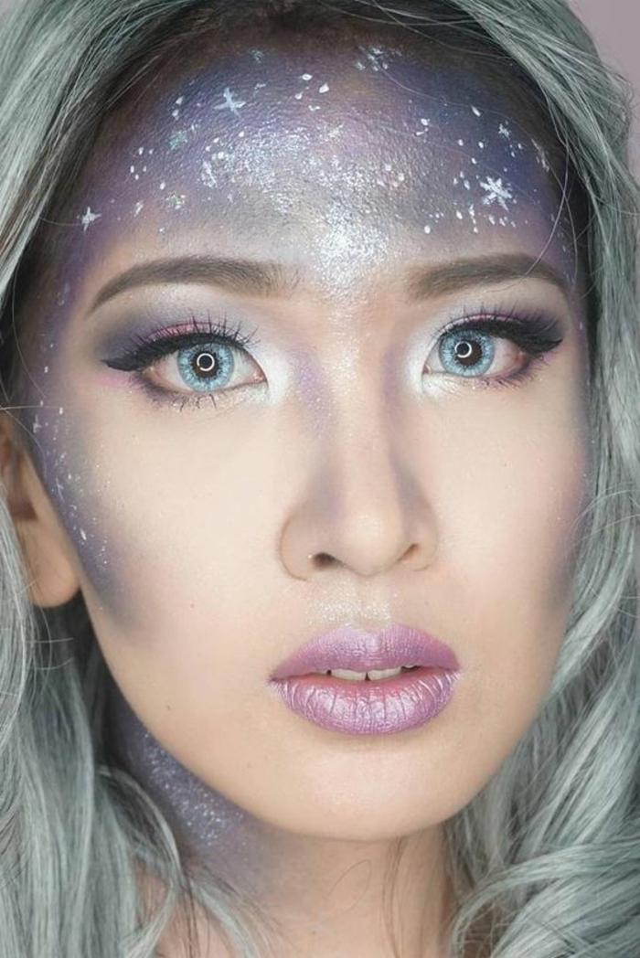 reine des neiges, étoiles dessinées sur le visage, yeux bleus légèrement maquillés avec un beau trait d'eyeliner