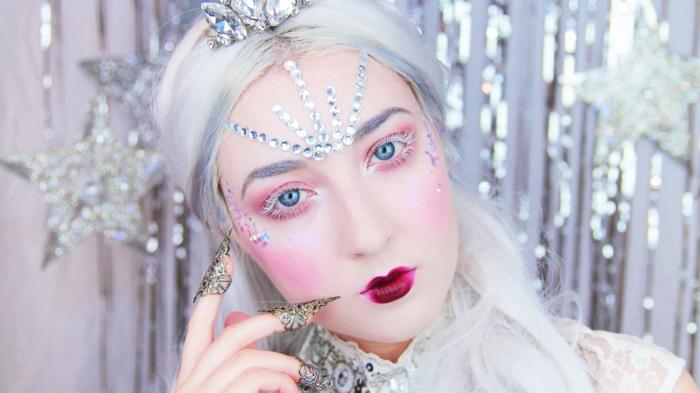 reine des neiges, mauillage fabuleux avec fard à yeux couleur prune, cristaux de maquillage et lèvres de poupée bourgoundi