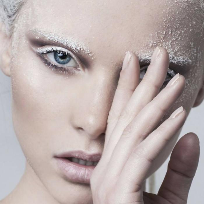reine des neiges, maquillage inspiré de la reine des neiges, look simple avec touches de neige artificielle