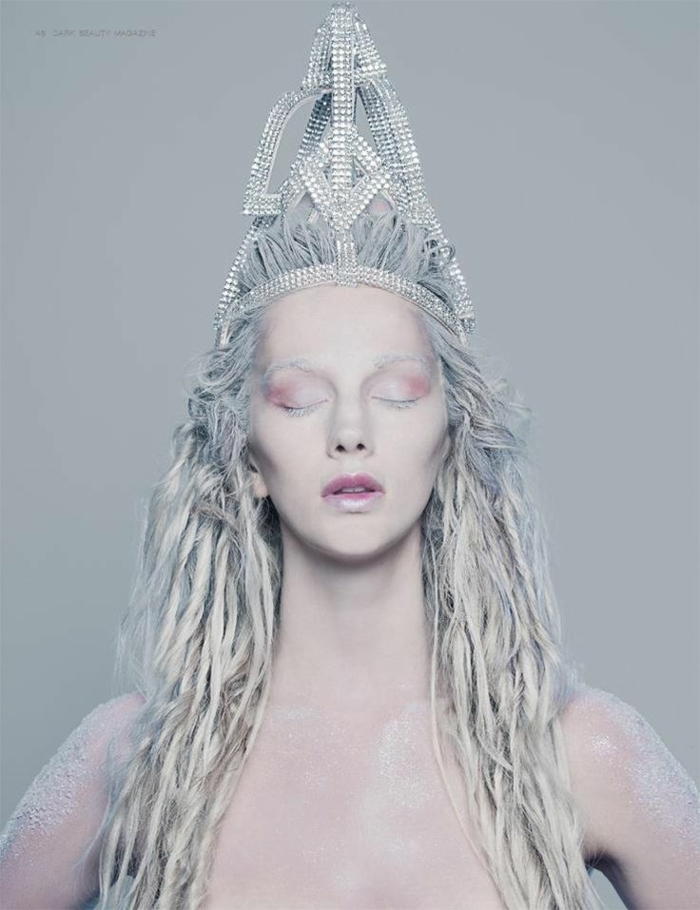 reines des neiges, couronne couleur silver et make up couleur parme, coiffure en mèches