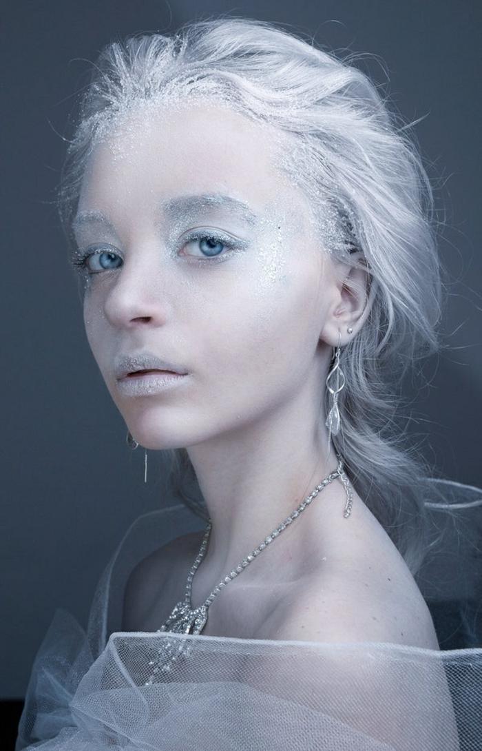 reines des neiges, déguismeent de Halloween fée d'hiver ou magicienne en blanc