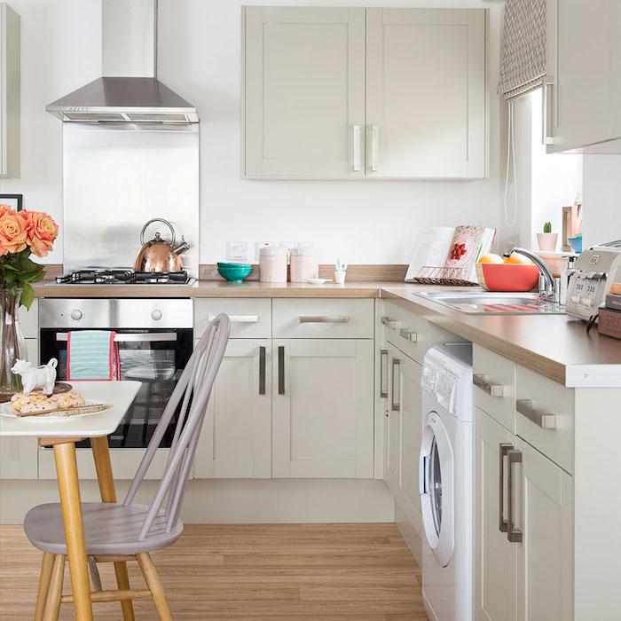 refaire sa cuisine moindre cot affordable latest de la couleur pour gayer une cuisine rustique. Black Bedroom Furniture Sets. Home Design Ideas
