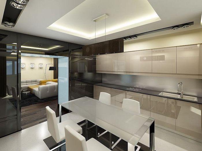 idee deco cuisine, meubles de cuisine beige sans poignées avec comptoir noir, plafond suspendu avec éclairage led