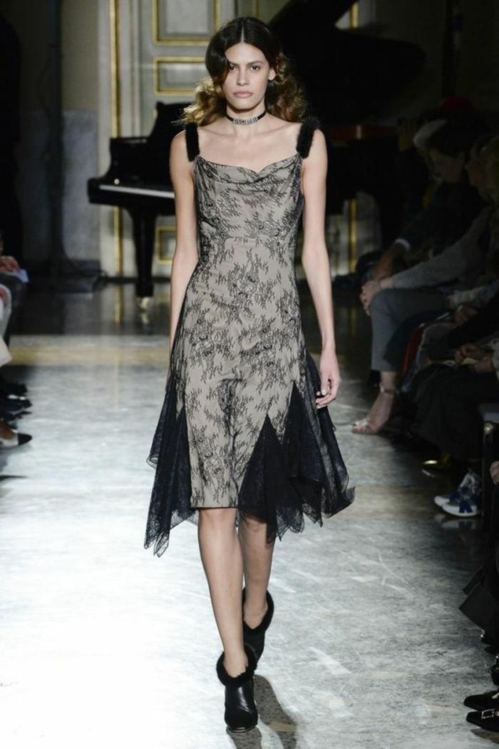 robe noire dentelle Blumarine en gris métallisé sans manches robe évasée longueur au genou