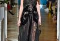 Robe noire dentelle – la grande vedette des podiums. 80 modèles de créateurs cultes
