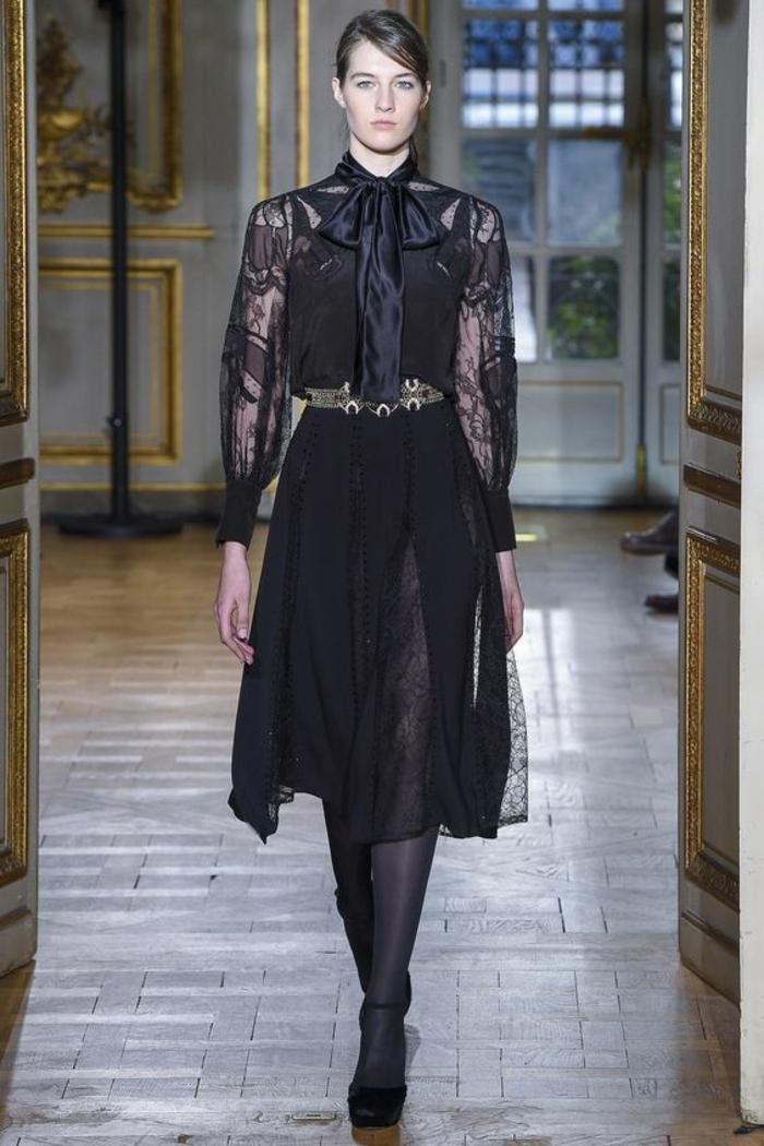 robe longue de soirée Zuhair Murad hiver 2018 robe évasée avec grand noeud en satin noir sur le cou en style baroque