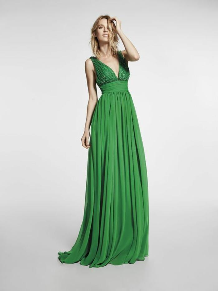 robe de soirée longue en vert avec buste avec des cristaux Swarowski taille haute sublimée