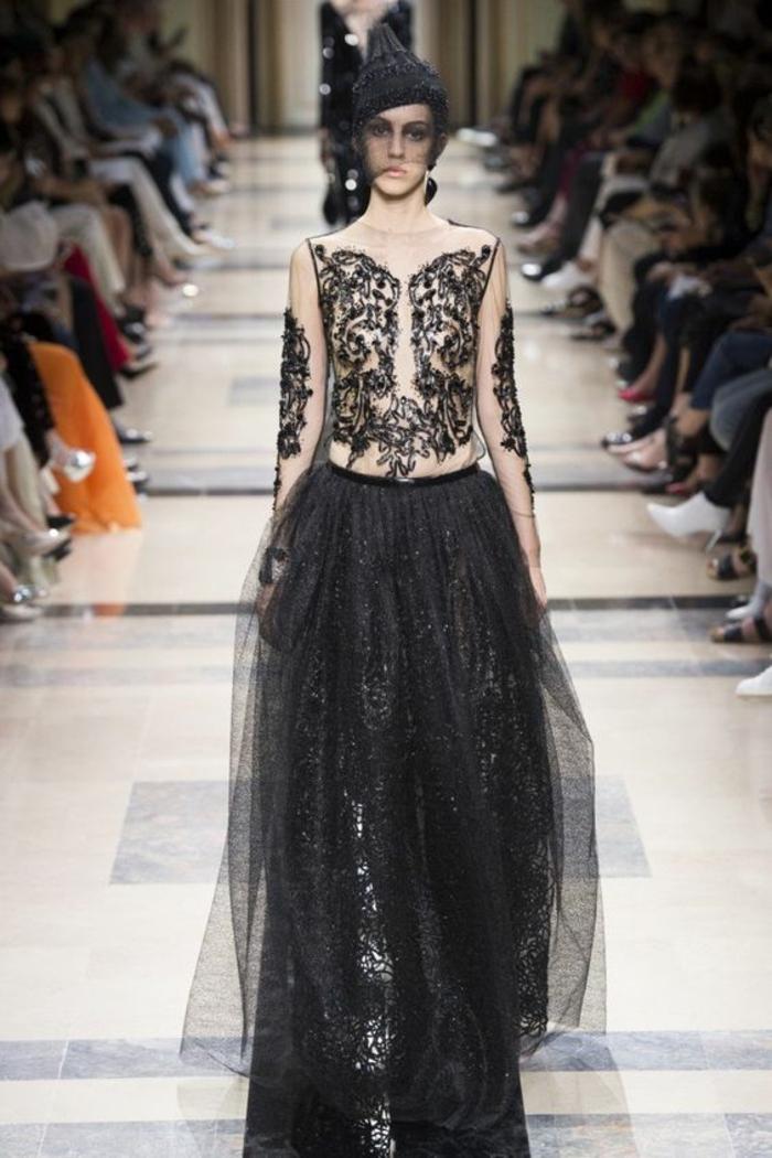 robe de soirée longue robe noire dentelle avec buste en organza blanc et fine dentelle Armani Privé