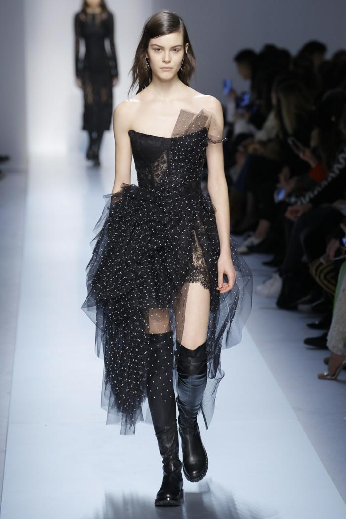 robe nouvel an robe pour noel Ermanno Scervino tulle noir asymétrique sur le buste avec effet drapé