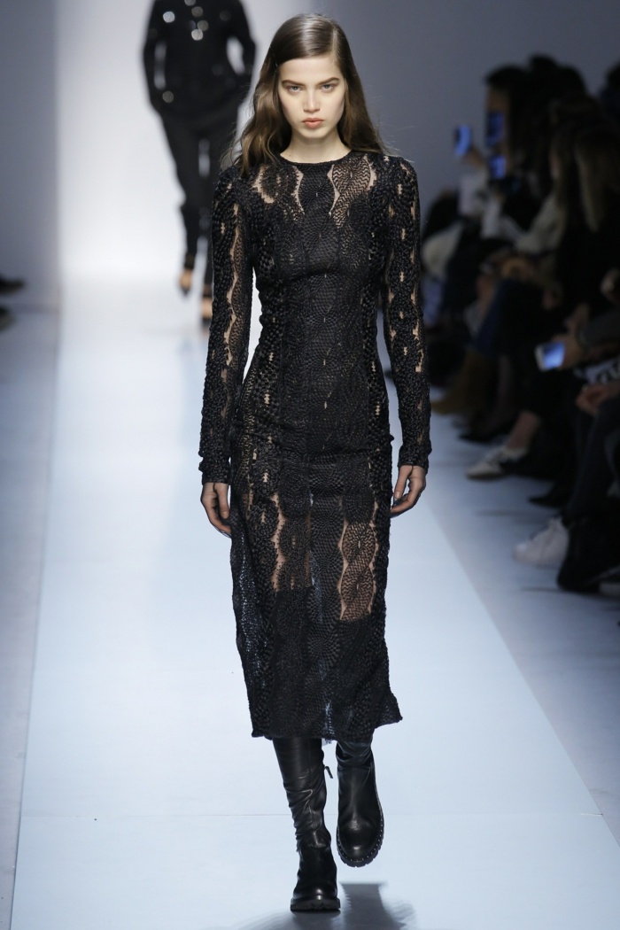 robe ceremonie femme robe moulante Ermanno Scervino longueur aux mollets aux manches longues