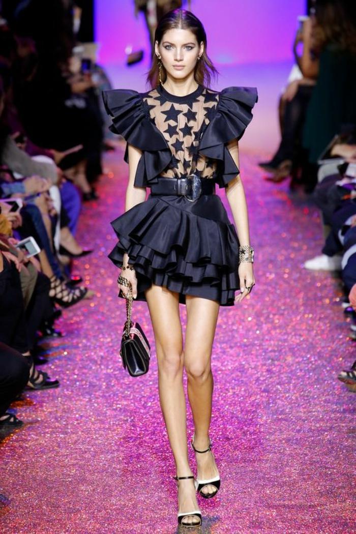robe de cérémonie femme Elie Saab en dentelle noire avec buste transparent et des volants aux manches courtes