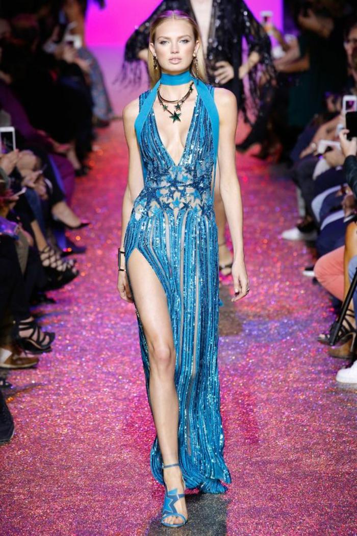 robes de soirée pour mariage Elie Saab bleu turquoise avec décolleté plongeant et fente très profonde