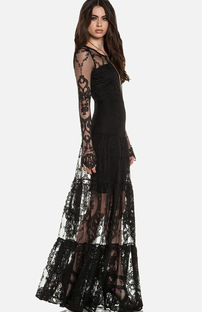 robe en dentelle grande transparence manches longues avec des volants ultra fins et légers