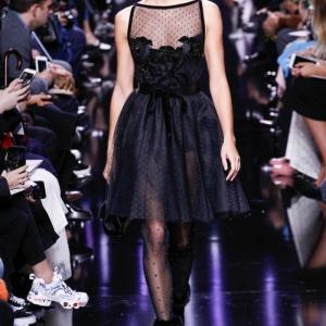 Robe noire dentelle - la grande vedette des podiums. 80 modèles de créateurs cultes