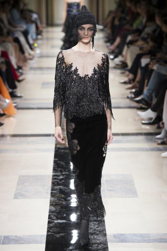 robe fluide Armani Privé en couleur noir et argent robe de fete décolleté en toile blanche transparente