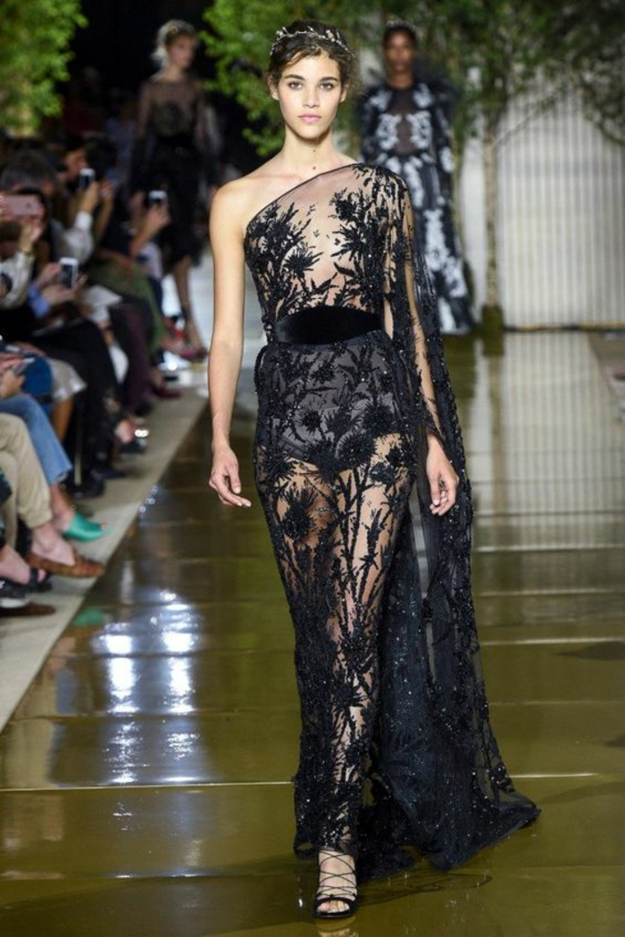 robe moulante robe longue Zuhair Murad 2018 evac une épaule dénudée et des motifs ultra raffinés