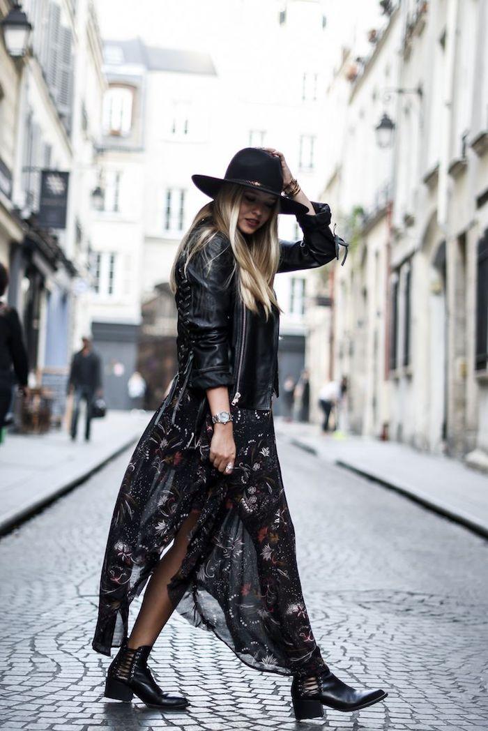 tenue boheme chic, veste en cuir noir avec bottines en cuir noir, montre argent modèle feminin