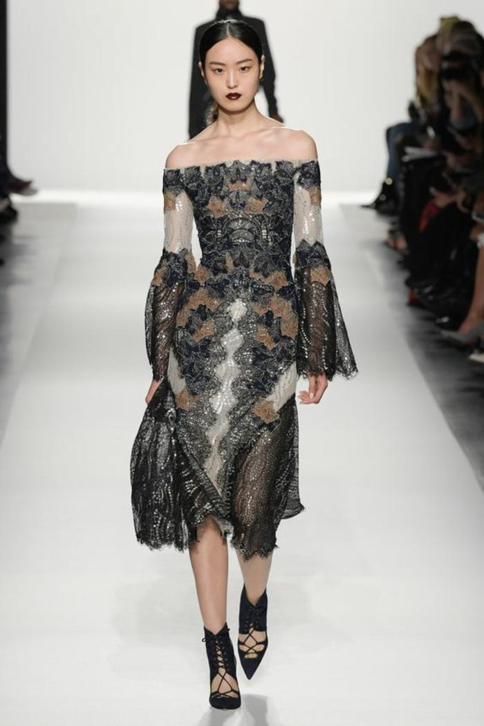 robe noire dentelle Jonathan Simkhai en noir et blanc avec finition tissu métallisée