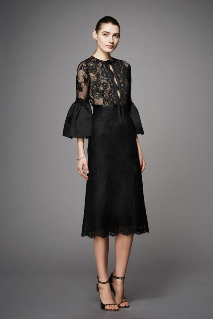 robe longue de soirée avec des manches évasées avec zone buste transparente ornée d arabesques sublimes