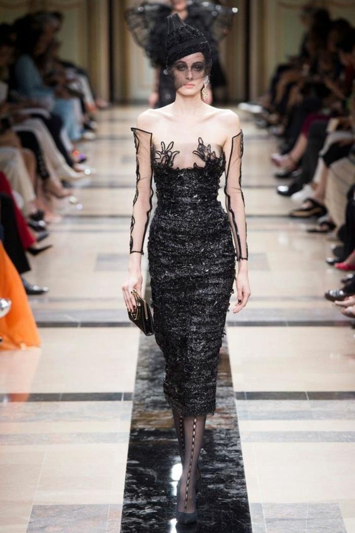 robe ceremonie femme robe noire dentelle Armani Privé robe moulante et brillante avec organza blanc su épaules et décolleté