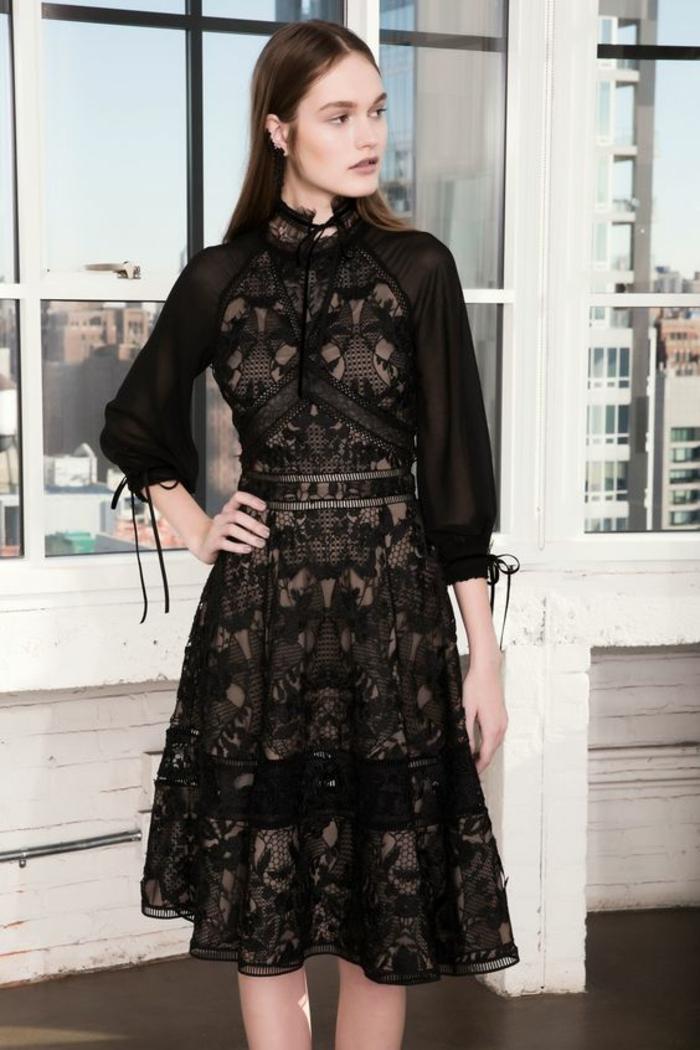 robe noire dentelle robe de fete semi transparente une création de Marchesa Notte robe évasée