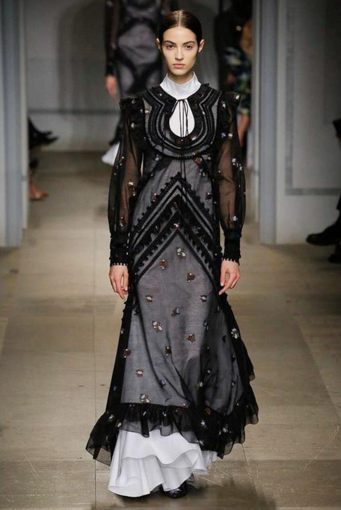 robe noire dentelle jupe évasée Erdem avec robe blanche sous la partie transparente création Erdem
