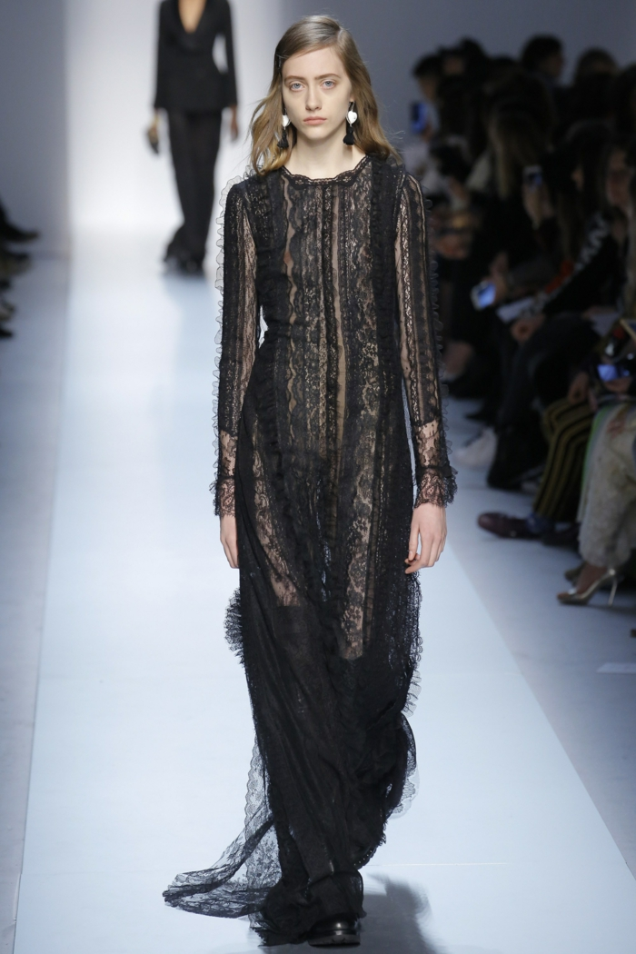 robe noire dentelle Ermanno Scervino robe de soirée longue aux manches longues avec des effets semi transparents