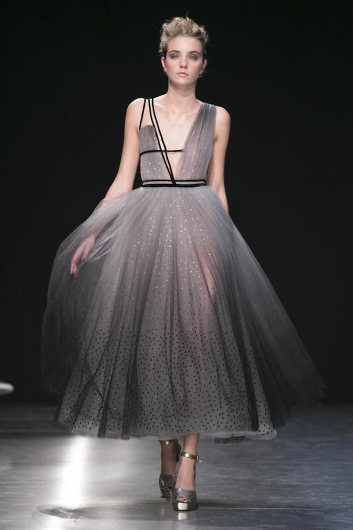 robe de cérémonie femme en noir et gris avec tulle semi transparent création de Georges Chakra