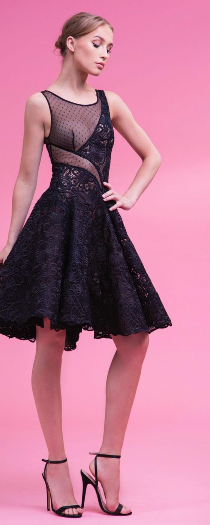 robe de cérémonie femme en dentelle noire longueur mini avec talons aiguilles