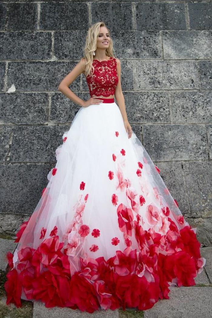 tenue pour mariage robes pour mariage robe ceremonie femme en rouge et blanc aux motifs pétales de roses sur la partie ourlet de la robe