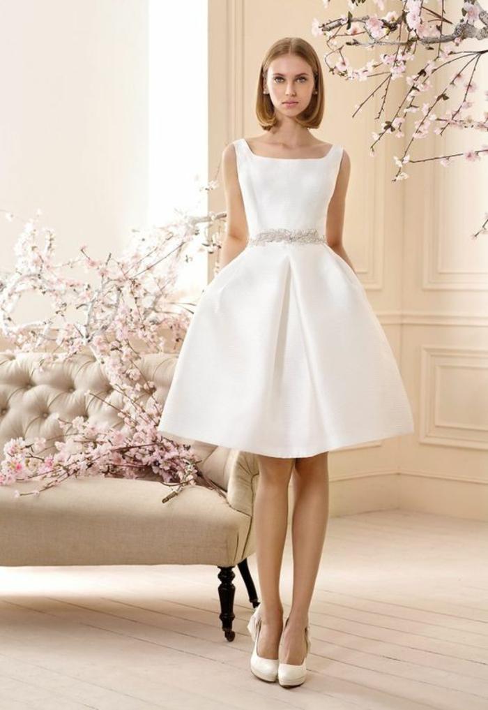 robe de soirée courte tenue de mariage évasée en blanc élégance simple
