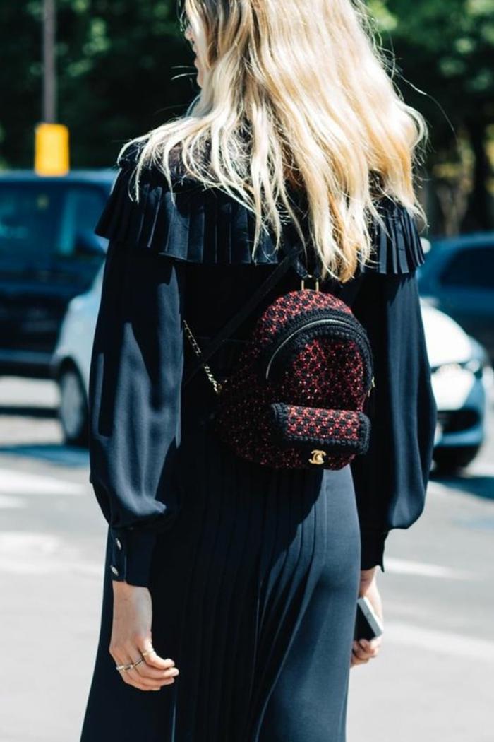 sac à dos femme tendance taille micro en rouge et noir pour une allure stylée