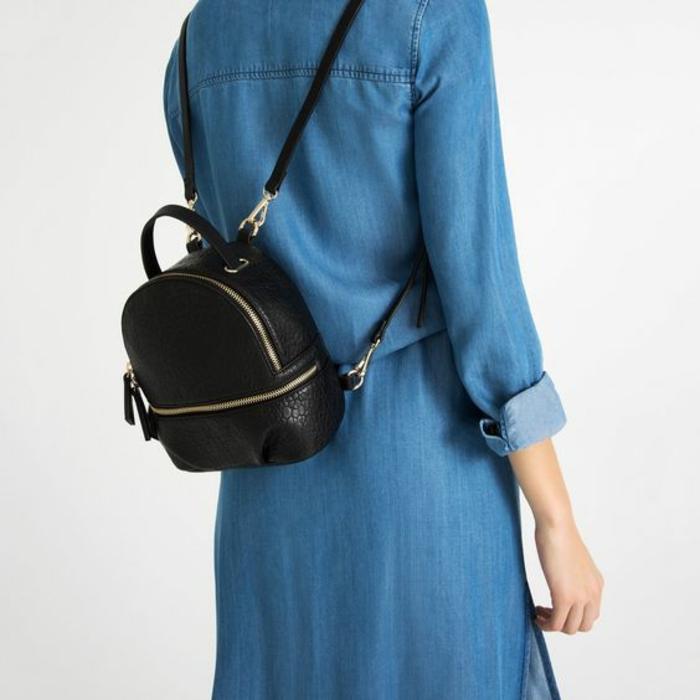 sac a dos vintage en cuir noir très petit hauteur reins
