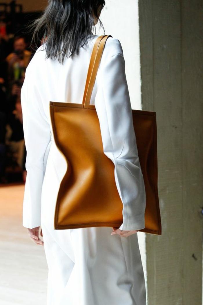 sac à dos femme cuir en couleur caramel taille XXL pour tout emporter pour une vie quotidienne pratique