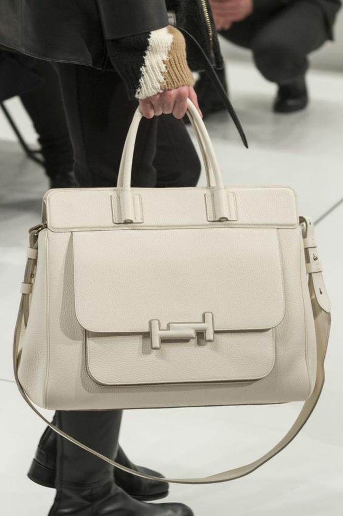 sac à dos cuir femme grand format couleur crème pour emporter ses documents avec soi pratique pour le bureau