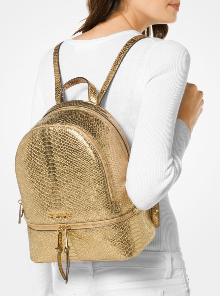 sac à dos femme tendance en couleur dorée croco look de ville brillant Michael Kors
