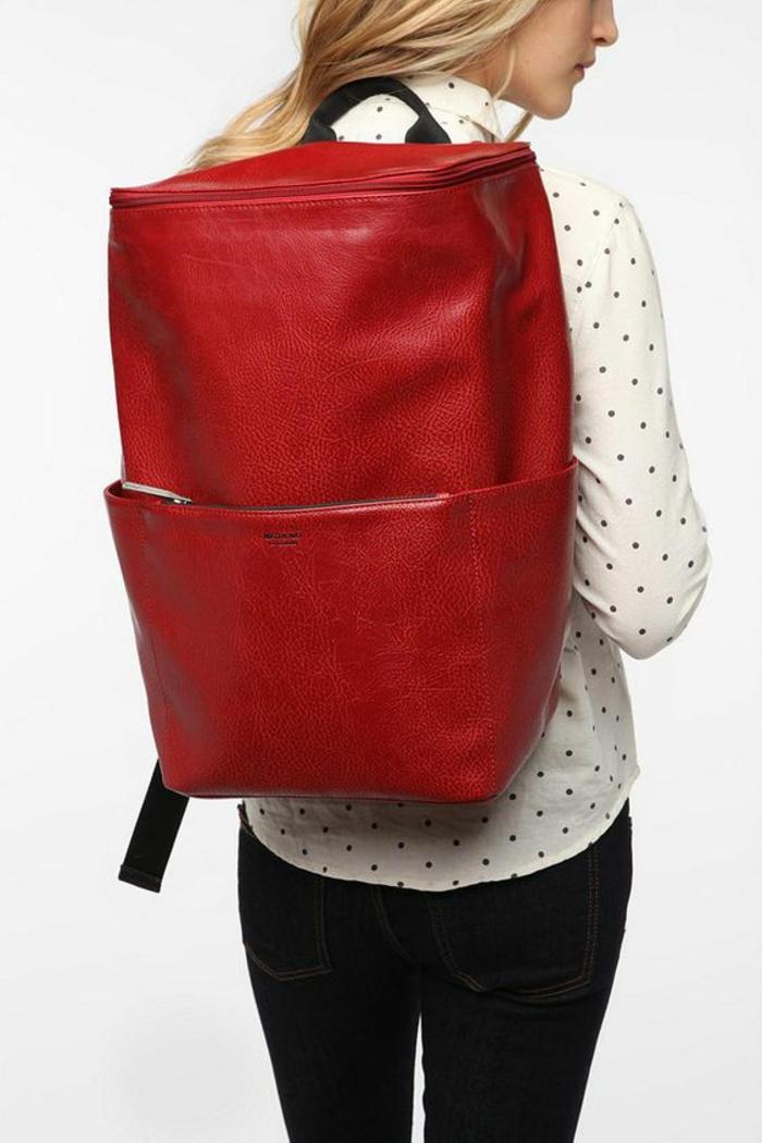 sac à dos femme tendance long et grand avec poignée noire fourre tout